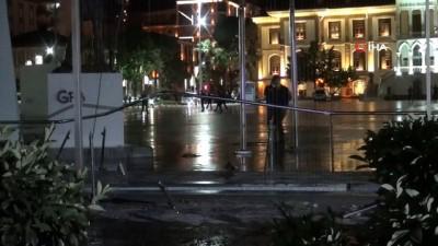 Manisa'da facia kıl payı atlatıldı...Kontrolden çıkan otomobil parka uçtu