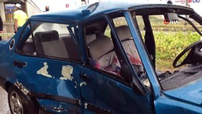 yagisli hava -  Sanayi Kavşağı'nda iki araç çarpıştı: 4 yaralı
