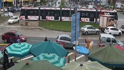 Birçoğu canlarını saniyelerle kurtardı... Dehşete düşüren tramvay kazaları kameralara böyle yansıdı