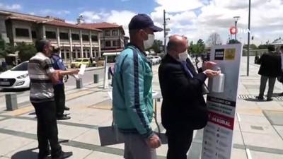 seyahat yasagi -  - Başkan Altay: 'Konya'da cuma namazı ile ikinci bayram yaşandı' - Konya Büyükşehir Belediyesi tüm camilerde tedbirleri aldı, 300 bin tek kullanımlık seccade ve maske dağıtıldı