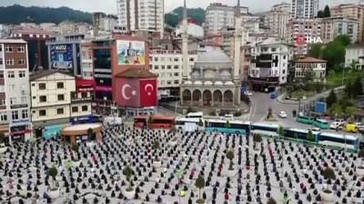 siyasi partiler -  Rize Meydanı bu kez Cuma namazını kılmak isteyenlerle doldu taştı