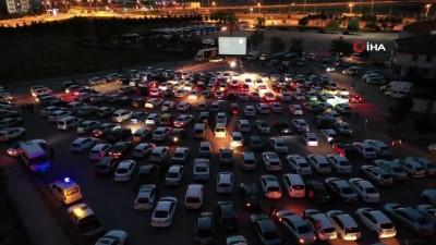 referans -  Aksaray'da arabada sinema etkinliğine yoğun ilgi