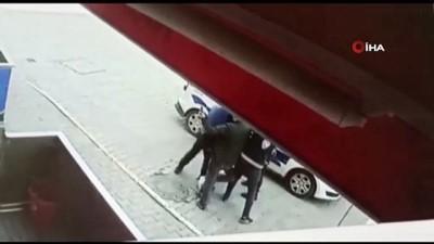 Eyüpsultan'da polise direnen gencin 8 ayrı suç dosyası ortaya çıktı