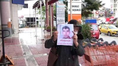 Sokak sokak gezip engelli oğlunu arıyor