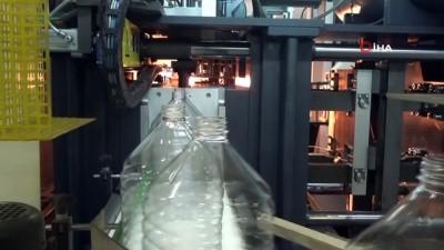 Su fabrikaları korona virüse rağmen üretime ara vermedi, saatte 50 ton su şişeleniyor