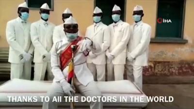 fenomen -  - Gana'daki dansçı tabut taşıyıcılarından sağlık çalışanlarına teşekkür mesajı