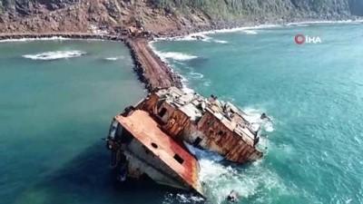 argo -  Şile'de karaya oturan gemi 17 ay sonra parçalanarak denizden çıkartılıyor