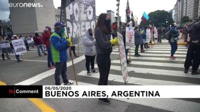 Arjantinliler gıda yardımı eksiğini protesto etti: 'Açlık varsa, karantina olmaz'