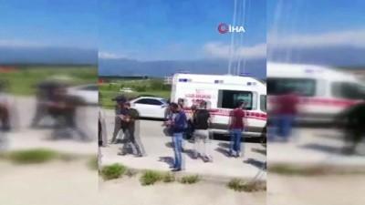 saglik gorevlisi -  Hatay'da ambulans ile otomobil çarpıştı: 3 yaralı