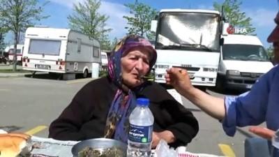 90 gündür arabada yaşayan engelli kadın ve oğlu sıcak yuvalarına kavuştu