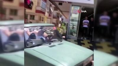 Denize girmenin yasak olduğu Antalya'da gençlerin ilginç çözümü... Üstü açık havuzlu otomobilde keyif yaptılar