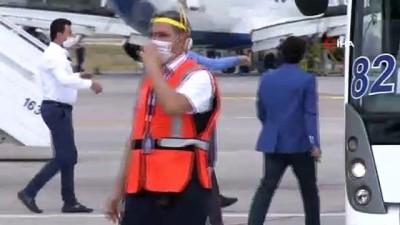 caga -  Antalya'da 80 yolcusu bulunan ilk uçağa su takı seremonisi ile karşılama