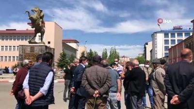 Karslı dolmuşçular yetkililere seslendi