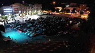 klasik otomobil - Bazı vatandaşlar araçlarından film izledi - SAKARYA