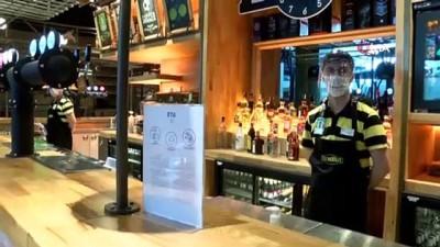 ingilizce -  Türkiye'de ilk kez İstanbul Havalimanı'nda hizmete girdi...Yolcular yemek siparişlerini QR koduyla verecek
