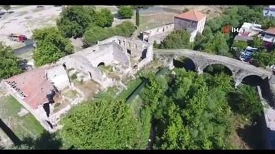 Bergama'daki tarihi binalar restorasyonla yeniden ayağa kalkıyor