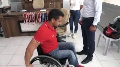 milli sporcu - Engelli milli sporcuya tekerlekli sandalye hediyesi - ADANA