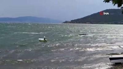 Gemileri bile sürükleyen fırtınada jet ski ile dalgalara meydan okudu