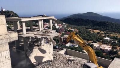 Kaçak yapıların yıkımına devam ediliyor - ANTALYA