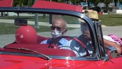 klasik otomobil -  Pendikli dedelerin ve büyükannelerin kısıtlama sonrası torunlarıyla birlikte klasik otomobil turu