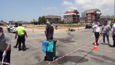 Ticari araca çarpan motosiklet sürücüsü ağır yaralandı...Sürücünün metrelerce savrulduğu kaza kamerada