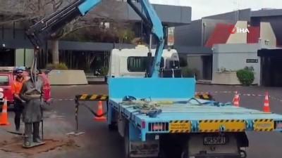 - Yeni Zelanda'da şehre adı verilen İngiliz subayın heykeli kaldırıldı