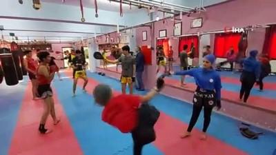 milli sporcular - Bitlis'teki Muay Thai ve Kick Boks sporcuları sosyal mesafeyi koruyarak maçlara hazırlanıyor