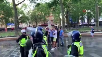 - İngiltere'de heykel protestolarında olaylar çıktı