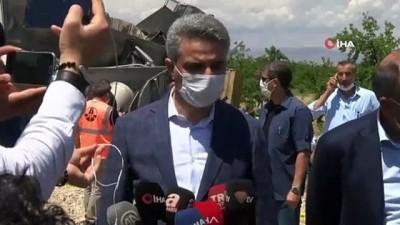 Vali Aydın Baruş, tren kazası ile ilgili olay yerinde inceleme yaptı
