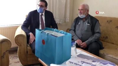 Yaş sınırını geçtiği içim cuma namazına stada alınmayan dedeye Cumhurbaşkanı Erdoğan'dan hediye