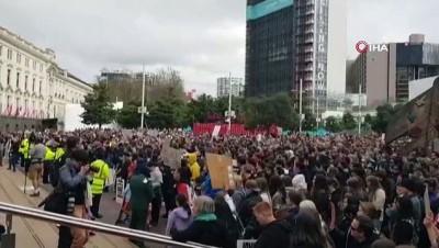 - Yeni Zelanda'da binlerce kişi ırkçılığa karşı yürüdü: 'Eşitliği şimdi görmek istiyoruz'