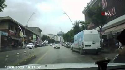 osmanpasa -  Yürekleri ağza getiren kaza kamerada...Yayalara çarpmamak için manevra yaptığı sırada motosikletten düştü, arabanın altında kalmaktan son anda kurtuldu