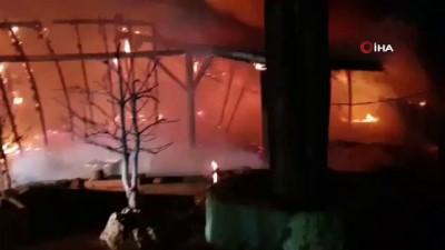 Ahşap restoran yangında kül oldu