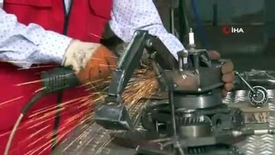 geri donusum -  Atık malzemelerden iş makinesi, tank, uçak ve motor maketleri yaptı
