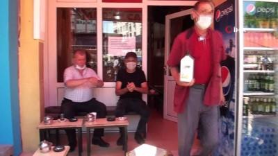 Çay ocağında korona virüse karşı sıra dışı önlem
