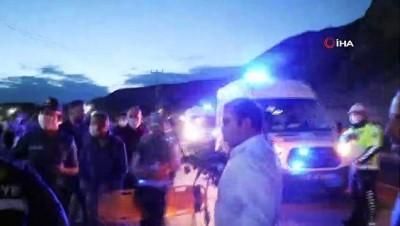 polis memuru -  Sıkıştığı araçtan sağ çıkartıldı, önce yakınlarını sordu