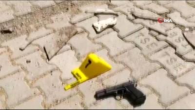 Silahlı iki kişi kuyumcu dükkanını soymaya çalıştı