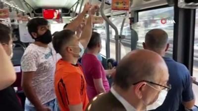 Metrobüs durağında endişe veren kalabalık