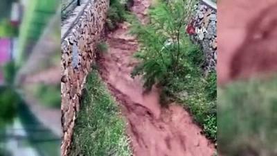 yagan -  Nallıhan'da şiddetli sağanak sonrası dereler taştı, yollar çöktü, anayollar su altında kaldı