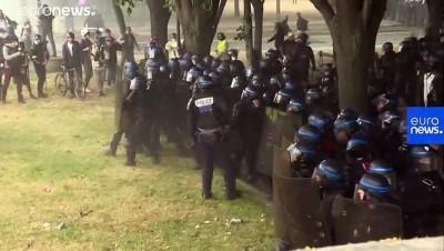 saglik personeli - Fransa'da zam talebiyle meydanlara inen sağlık çalışanlarına polis müdahalesi