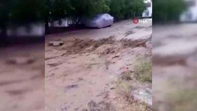 salar -  Kayseri'nin Develi ilçesinde sağanak yağış sele neden oldu