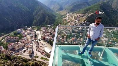 Türkiye ve Avrupa'nın en yüksek cam teraslarından birisi Gümüşhane'de ziyaretçilerini bekliyor