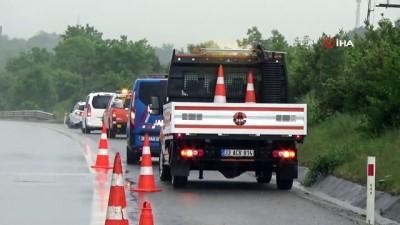 seyahat yasagi -  Düzce'de 25 aracın karıştığı zincirleme trafik kazası meydana geldi
