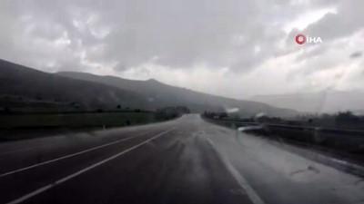 yagan -  Bayburt-Gümüşhane yolunda dolu yağışı