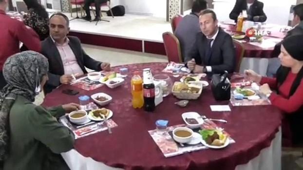 kamu calisanlari -  Konya'nın korona virüs vakası görülmeyen ilçesinde vefa ve sosyal destek grubu yemekte buluştu