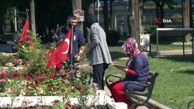 komando -   Babalar Günü'nde Edirnekapı Şehitliği'nde hüzün hakimdi
