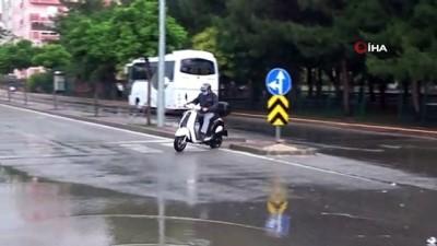 Çanakkale yağmur hayatı olumsuz etkiledi...Yollar göle döndü, araçlar mahsur kaldı