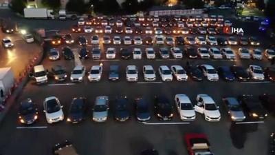 Çekmeköy'de arabalı sinema gecesinde vatandaşlar '7. Koğuştaki Mucize' filmini seyretti