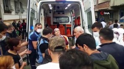 siddetli yagis -  Esenyurt'taki sel baskınında yaşlı kadın böyle kurtarıldı