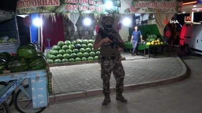 polis araci -  Adana'da hava destekli narkotik uygulaması